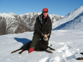 Mountain hunting for Tahr